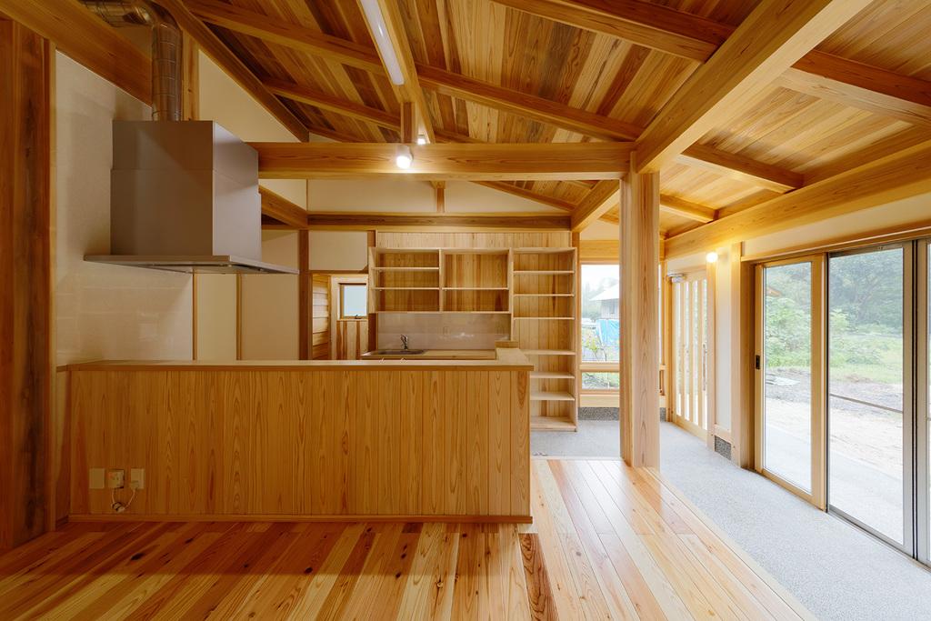 土塗の伝統工法で建てたロフト付平屋の家