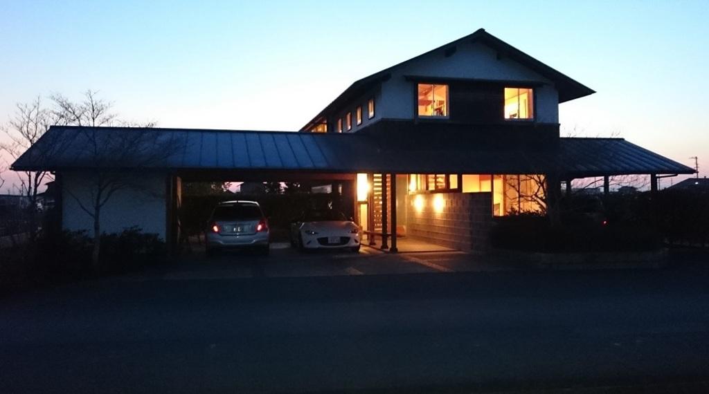 自然素材の家をローコストで -三宅和彦(建築家自邸)-【ミヤケ設計事務所】