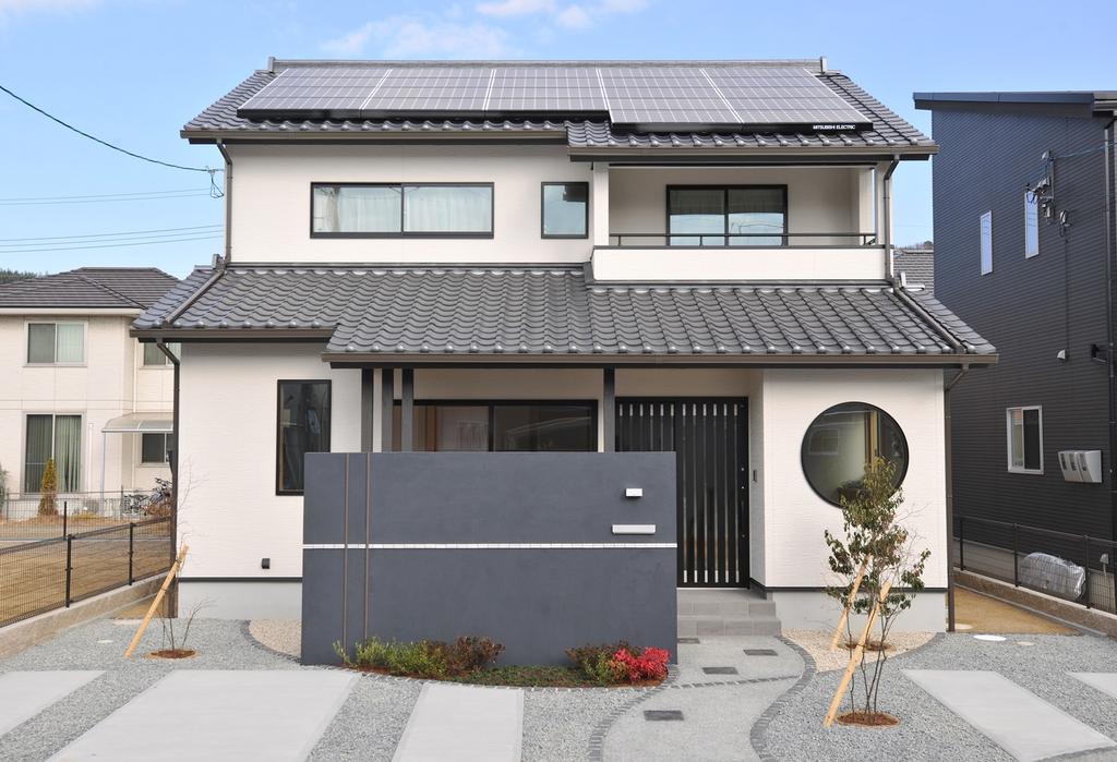 倉敷鶴の浦、太陽光搭載のZEH和風モデル 南道路で並列駐車スペース3台分。