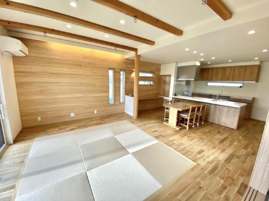 天然木をふんだんに使った梁の見える畳リビングの家(ナビ住所:倉敷市福田町古新田119付近)